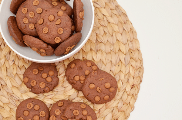 Chocolade zandkoekjes met kruidnootjes