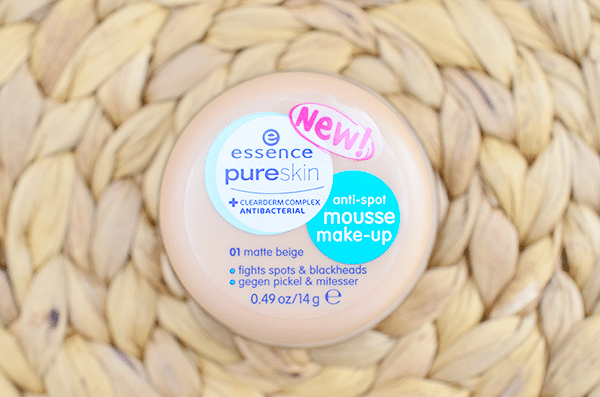 Essence Pure Skin Anti-Spot Mousse Make-Up