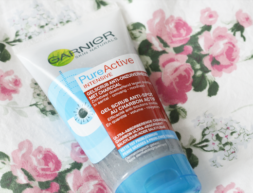 Garnier Pure Active Intensive Gelscrub met Charcoal