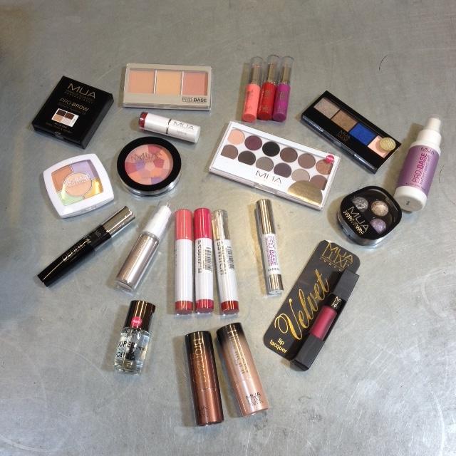 WIN: 3x MUA make-up pakket t.w.v. € 100,-