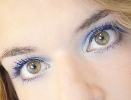 Stap voor stap look met blauwe mascara
