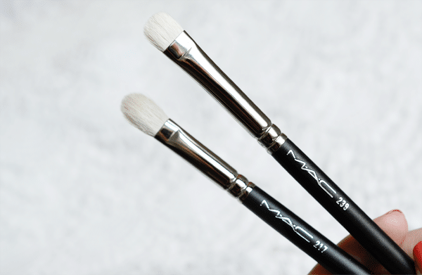 MAC 217 Blending Brush en 239 Eye Shader Brush
