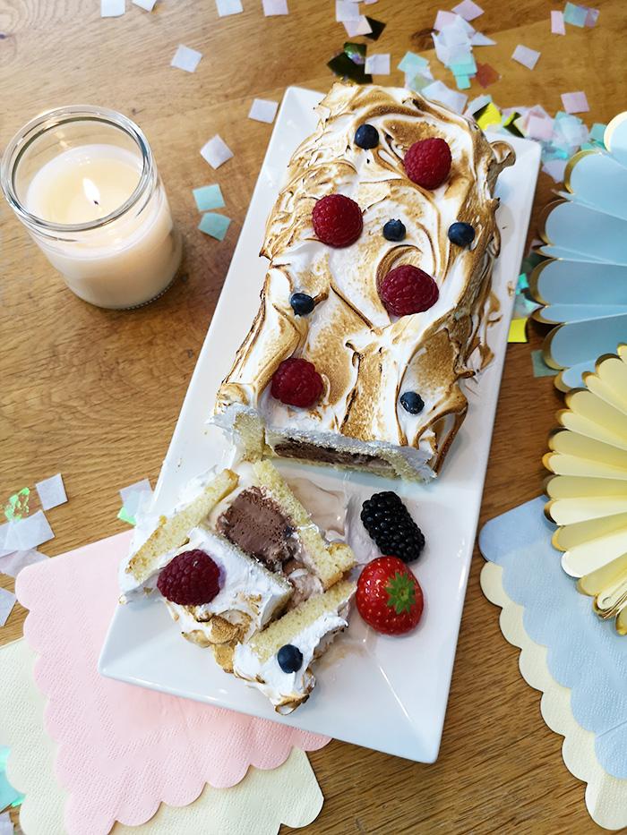 Baked Alaska Cake gevuld met chocolade ijs