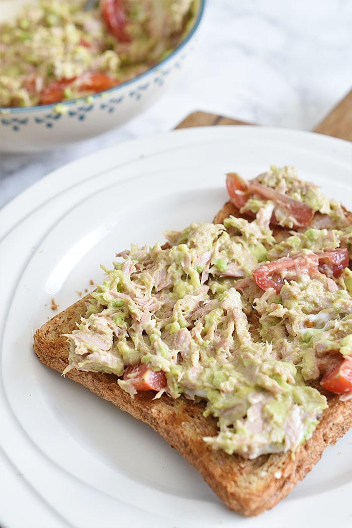Avocadospread met tonijn voor op brood