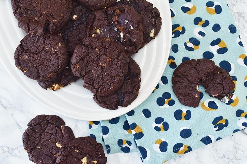 Drie dubbele chocolade koekjes