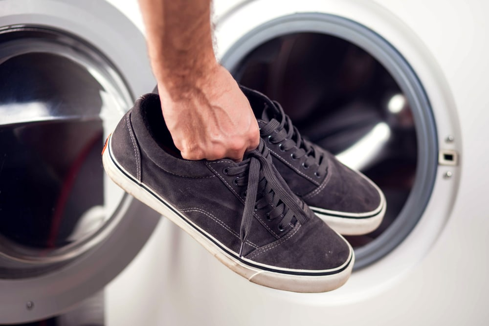 Schoenen in de wasmachine? Doen of niet?