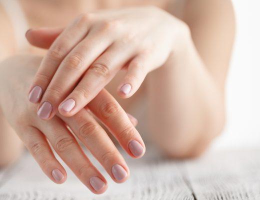 Zelfbruiner verwijderen van handen