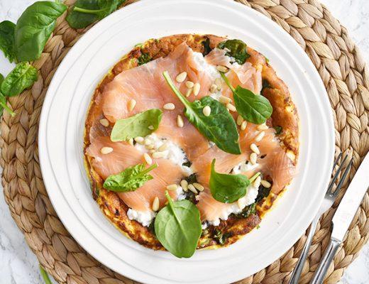 Recept: Spinazie omelet met zalm en hüttenkäse
